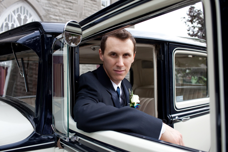 Wedding photo shoot with a vintage car.