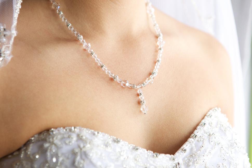 mariée avec collier