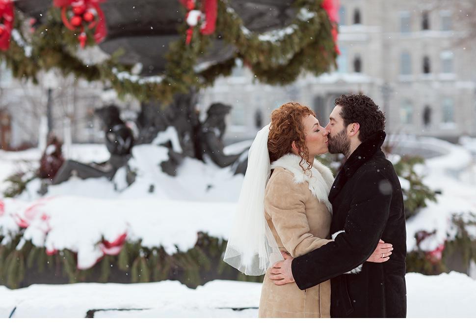 Mariage hivernal dans le Vieux-Québec.