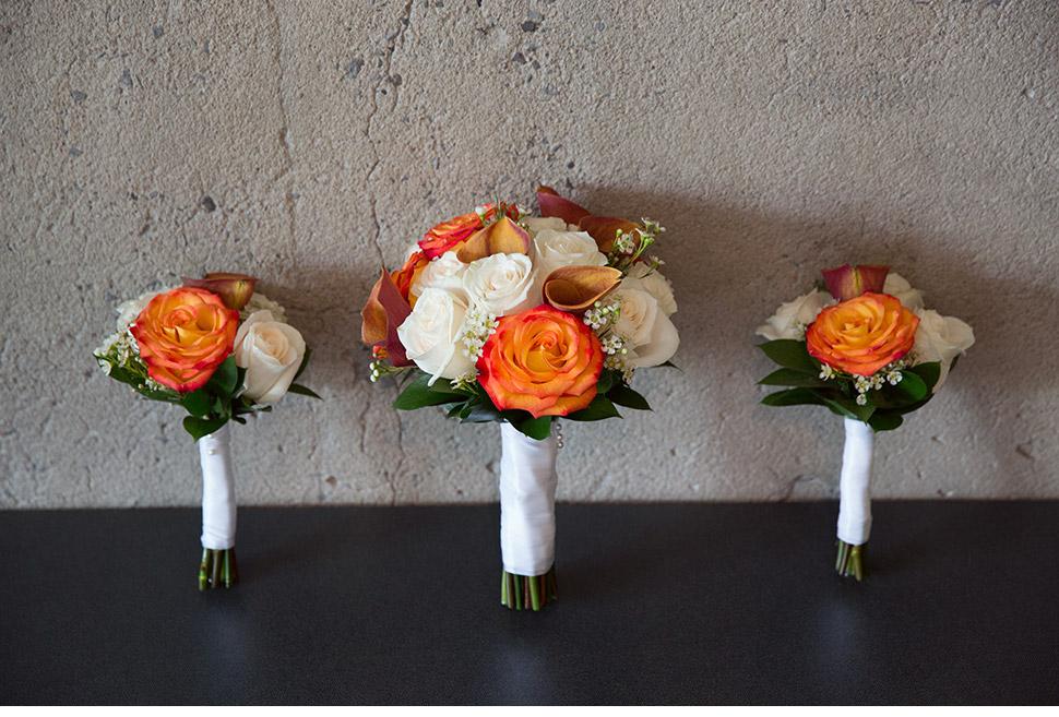 Fleurs pour la mariée et les filles d'honneur.