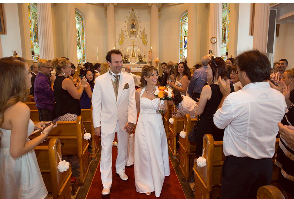 Sortie des mariés à l'église.
