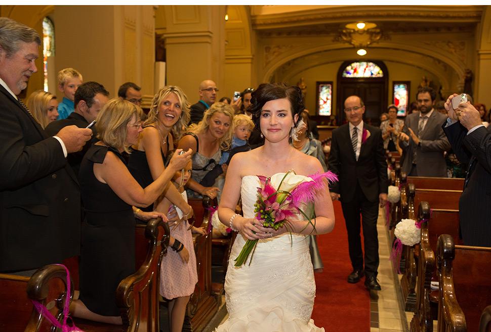 Entrée de la mariée à l'église.