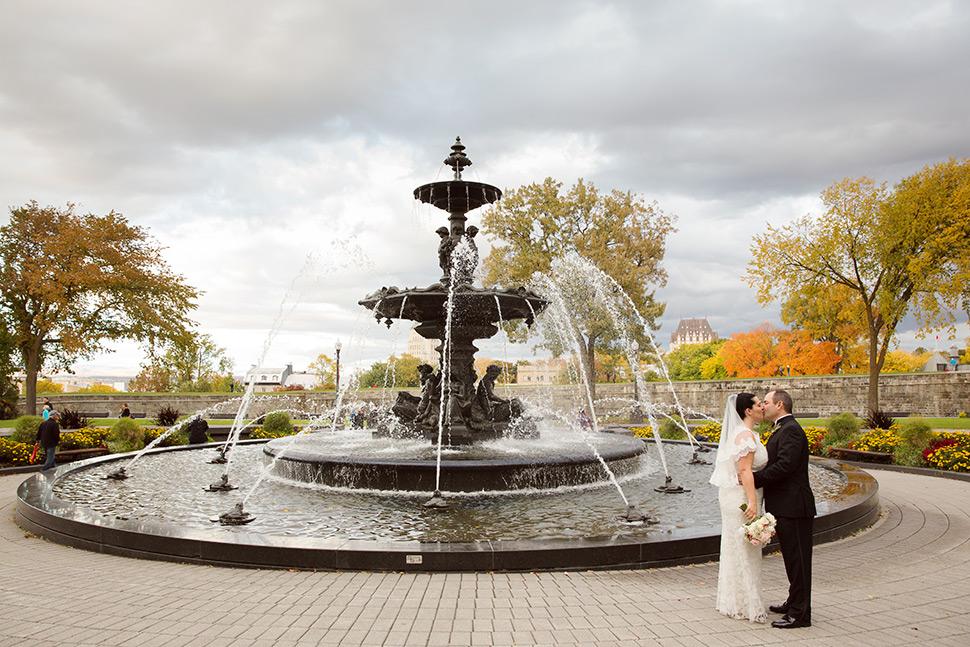 Mariage à l'automne dans le Vieux-Québec.