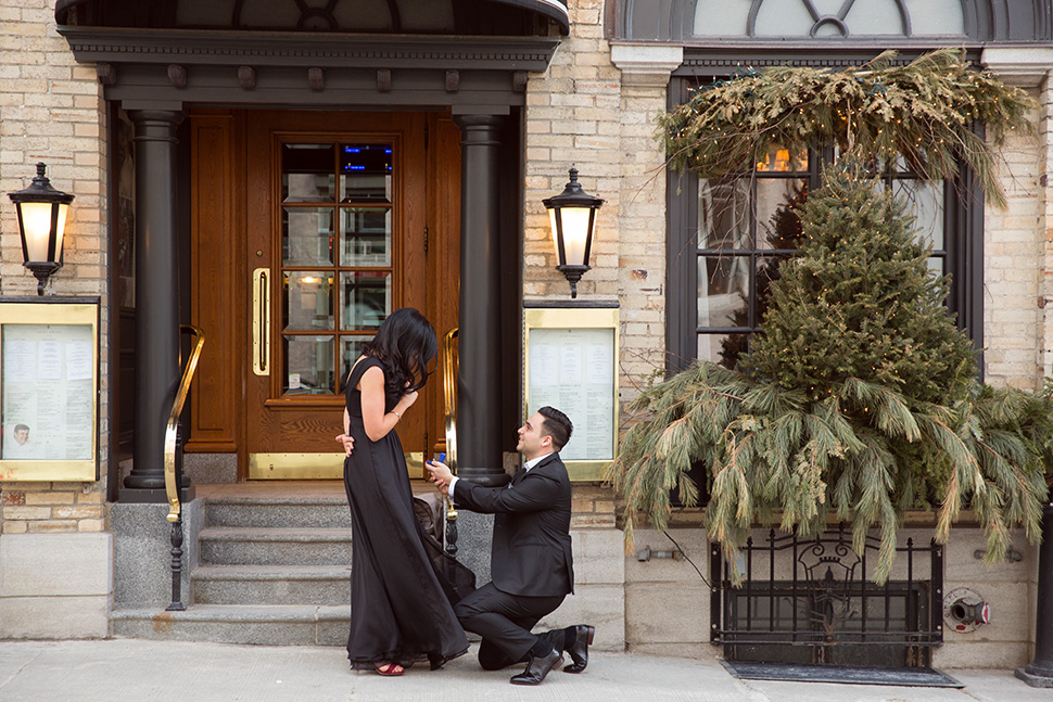 Wedding proposal photography in Quebec City.