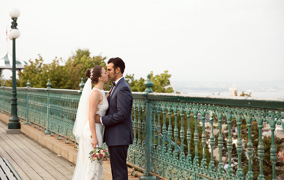 Romantic wedding photos in Quebec City.